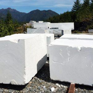 Блоки мраморные