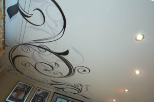 Как сгладить фактурный потолок